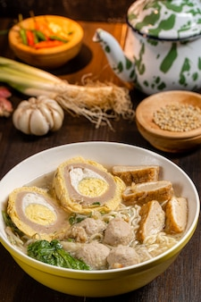 Bakso ou baso est une boulette de viande indonésienne