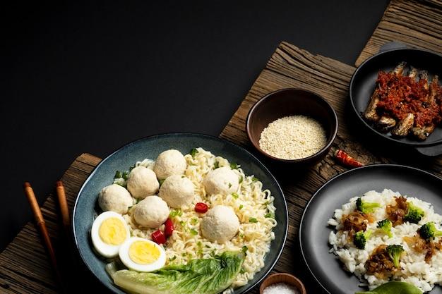 Bakso indonésien délicieux à angle élevé