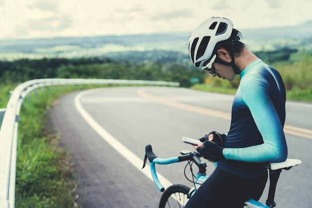 Balade à vélo utilisez-vous un téléphone pour télécharger vos données de vélo.