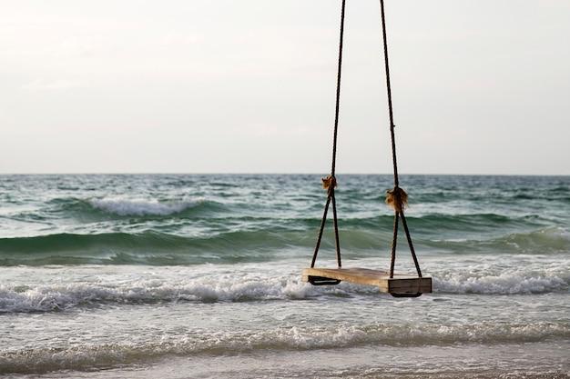 Balancer sur une plage tropicale