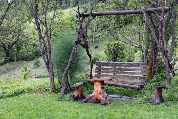 Balançoire en bois ancienne