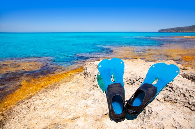 Baléares, île de formentera, avec palmes de plongée