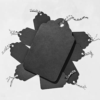 Balises noires sur le plus grand béton et de nombreux petits fond de vendredi noir avec espace de copie