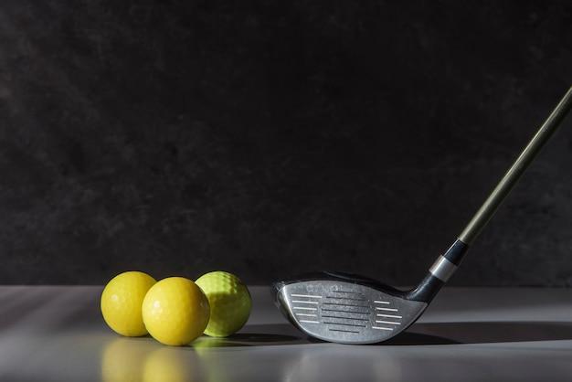 Balle et club de golf à angle élevé