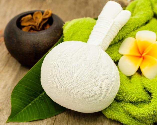 La balle compresse herbal pour spa.