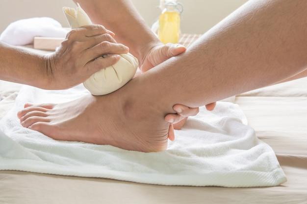 Balle de massage à pied et phytothérapie