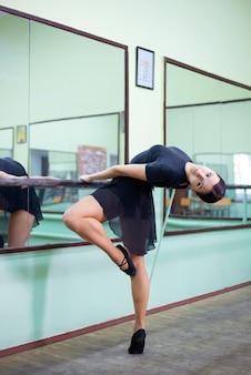 Ballerine professionnelle exerçant dans un studio de ballet