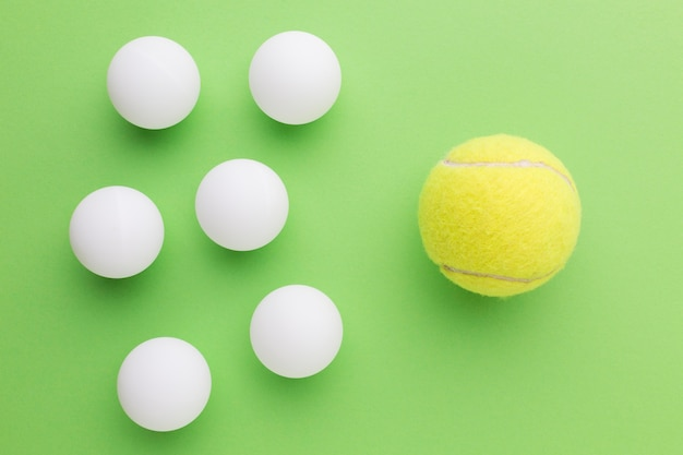 Balles de golf et balle de tennis