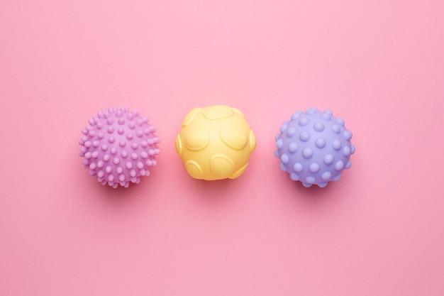 Balles sensorielles pour bébé et enfants, masser des balles texturées douces, développer des jouets sensoriels pour bébé pour la vue de dessus de la main tactile