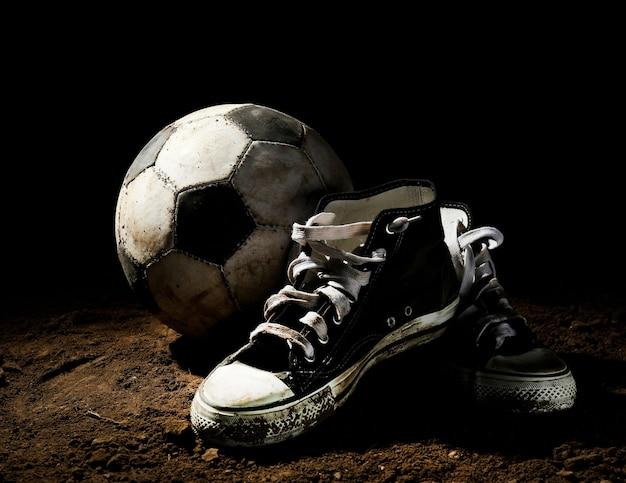 Ballon de football au sol