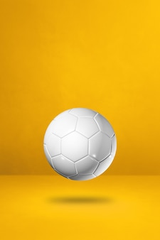 Ballon de football blanc sur fond jaune. illustration 3d