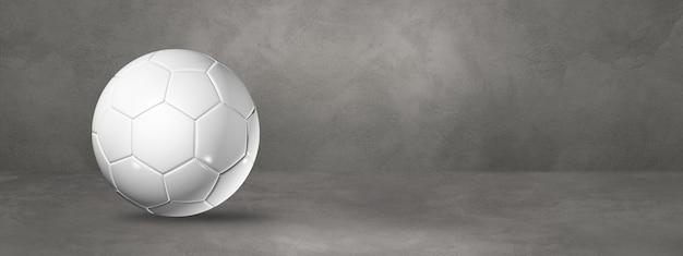 Ballon de football blanc isolé sur un béton