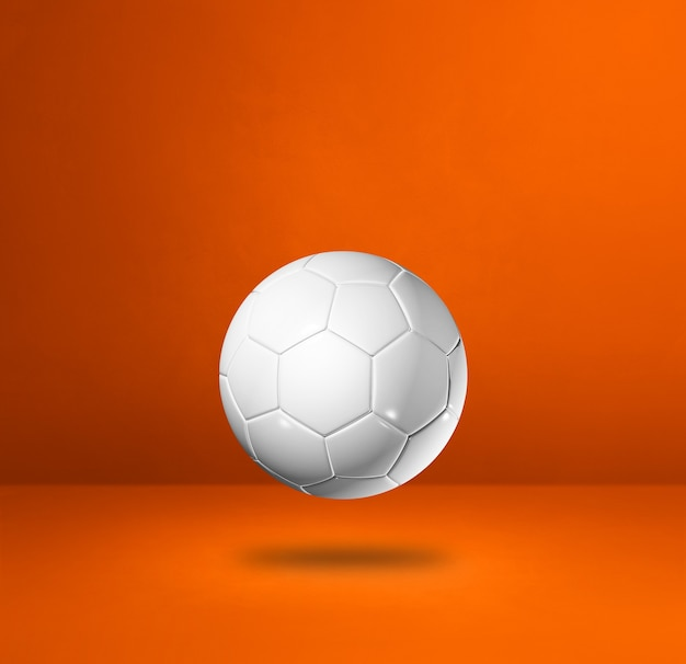 Ballon de football blanc isolé sur une orange