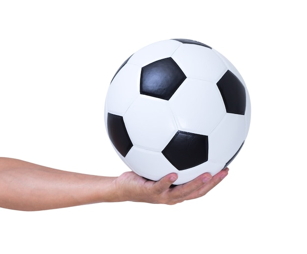 Ballon de football en main isolé sur fond blanc, un tracé de détourage