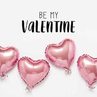 Ballons à air rose en forme de coeur sur une surface blanche. la saint-valentin,