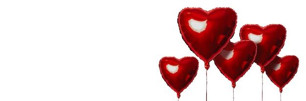 Ballons à air rouge en forme de coeur sur une surface légère
