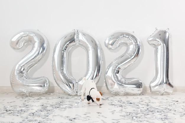 Ballons en argent 2021 à la veille du nouvel an