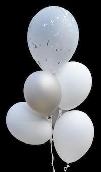 Ballons blancs isolés sur fond noir avec un tracé de détourage.