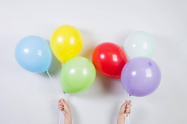 Ballons colorés pour le concept d'anniversaire
