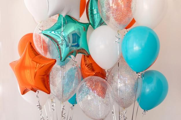 Ballons de couleur star foil close up