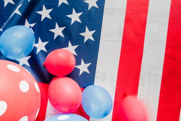 Ballons sur le drapeau des etats-unis