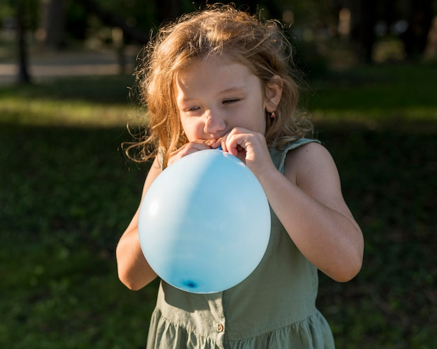 Ballons gonflés fille coup moyen