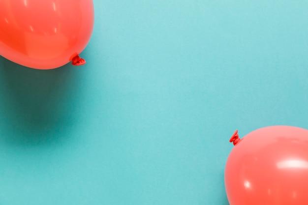 Ballons gonflés rouges