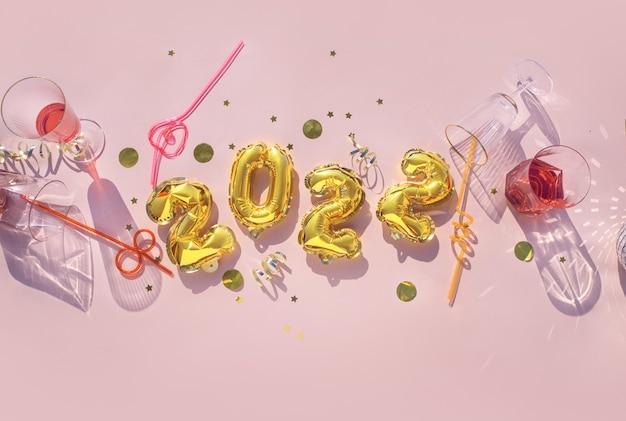 Ballons d'or 2022, verres de champagne concept fun fête du nouvel an