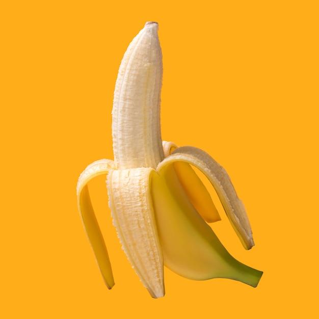 Banane fraîche de fruits tropicaux pelés isolé