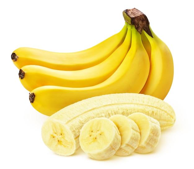 Banane isolée sur fruits blancs, entiers et tranchés