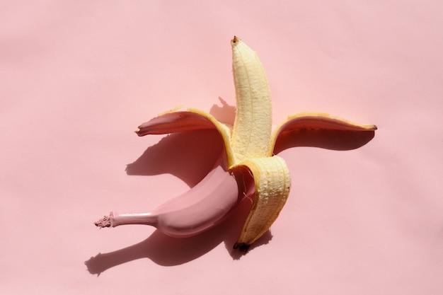Banane à la peau rose