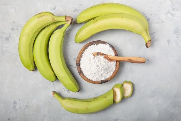 Bananes vertes crues et séchées, farine de plantain, farine résistante, aliments prébiotiques, santé intestinale