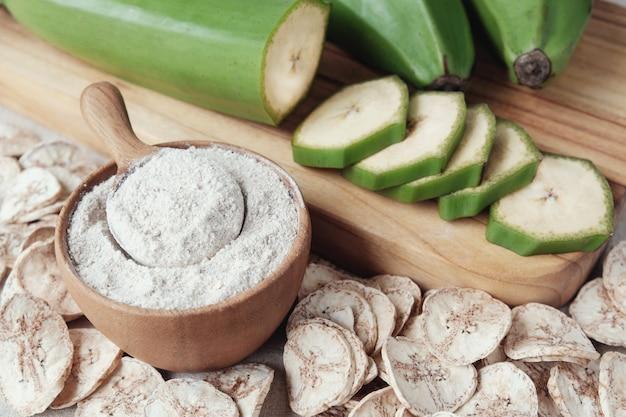 Bananes vertes crues et séchées, farine de plantain