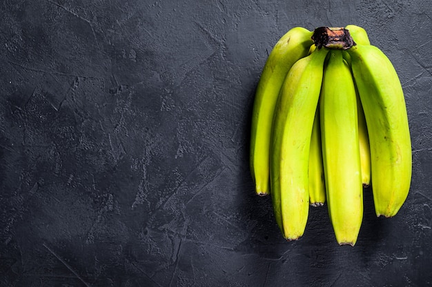 Bananes vertes.