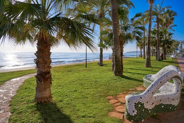 Banc de mosaïque sur la plage d'oropesa