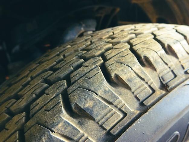 Bande de roulement de pneu de voiture avec sale de la camionnette