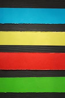 Bandes de papier à fond en bois