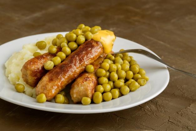 Bangers et mash. plats britanniques traditionnels.