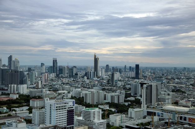 Bangkok, capitale de la thaïlande avec un bâtiment élevé en vue de dessus