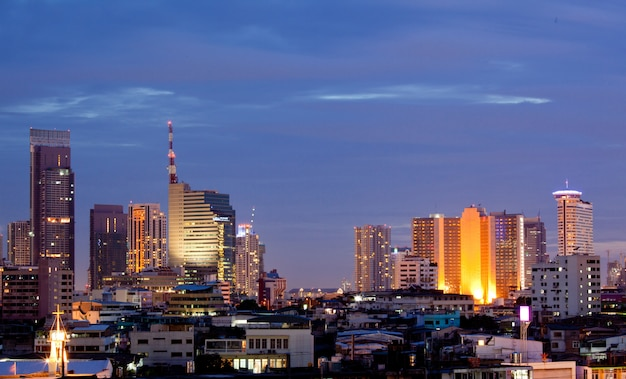 Bangkok downtown au crépuscule