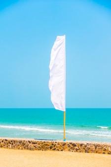 Bannière abstraites drapeaux de pôles clairs