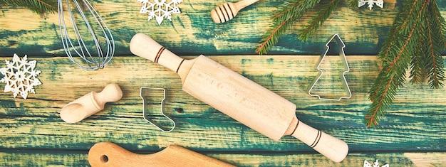 Bannière de la cuisine de noël ou de la cuisson au four avec des ustensiles de cuisine