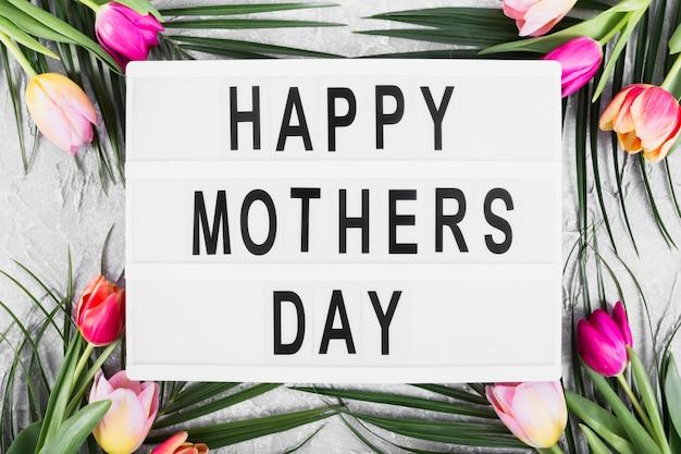 Bannière de fête des mères heureux avec des fleurs