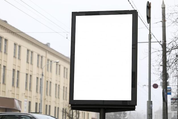Bannière publicitaire dans la rue de la ville