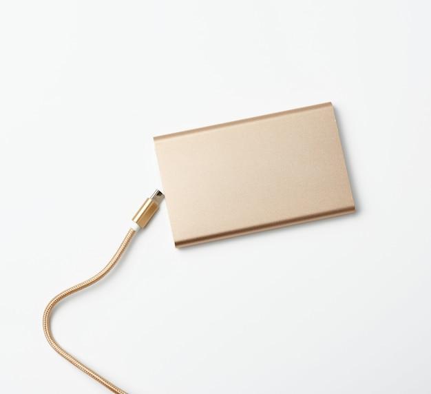 Banque d'alimentation et cordon dorés avec connecteur usb pour la recharge