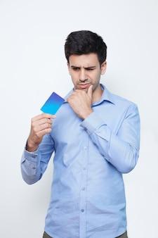 Banque tenant crédit de paiement de sexe masculin