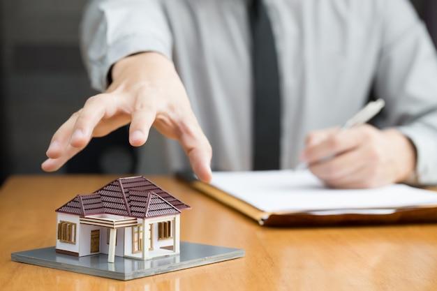Les banques vont saisir des maisons
