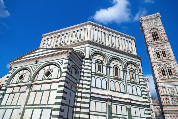 Baptistère de san giovanni et clocher à florence, en italie,