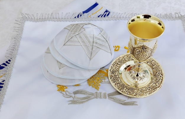 Bar mitzvah préparation pour la célébration châle de prière - talit, symbole religieux juif