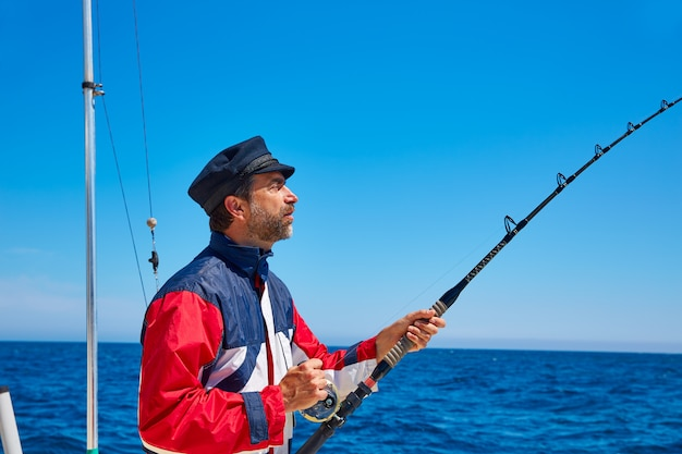 Barbe de marinier homme canne à pêche à la traîne en eau salée